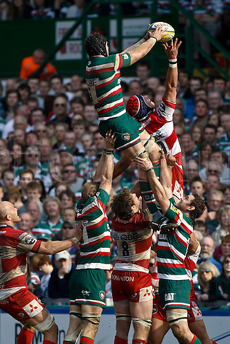 16.04.2011.  George Skivington beats Alex Brown in the line out.  Aviva Premiership Rugby Union from Welford Road on 16th April 2011.  Final score: Leicester Tigers 41-41 Gloucester Rugby.