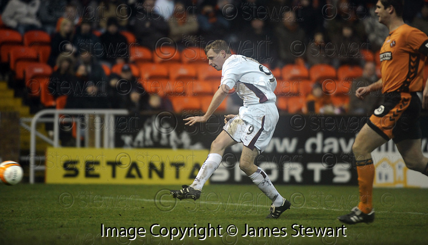 18/01/2009  Copyright Pic: James Stewart.File Name : sct_jspa15_dundee_utd_v_motherwell.CHRIS PORTER SCORES THE FOURTH.James Stewart Photo Agency 19 Carronlea Drive, Falkirk. FK2 8DN      Vat Reg No. 607 6932 25.Studio      : +44 (0)1324 611191 .Mobile      : +44 (0)7721 416997.E-mail  :  jim@jspa.co.uk.If you require further information then contact Jim Stewart on any of the numbers above.........