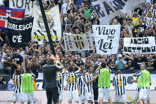 11 09 2011  Turin, Italy. Series A Juventus versus Parma.  Photo shows the players and fans of Juventus before the game started