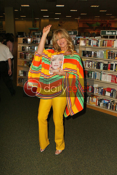"""Goldie Hawn<br /> at in in-stoe to sign copies of her new book """"Goldie: A Lotus Grows In The Mud"""" at Barnes & Noble, Los Angeles, CA 05-11-05<br /> David Edwards/DailyCeleb.Com 818-249-4998"""