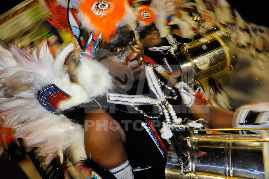 RIO DE JANEIRO, RJ, 21 DE FEVEREIRO DE 2012 - Desfiles das Escolas de Samba do Grupo Especial -  União da Ilha do Governador. Integrantes durante o desfile da escola na Marquês de Sapucaí. FOTO GLAICON EMRICH - AGÊNCIA BRAZIL PHOTO PRESS