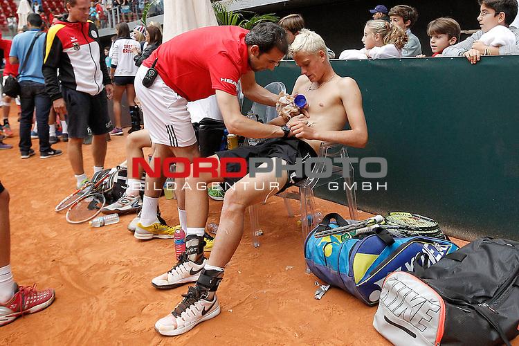Germany's Nicola Kuhn injured after Junior Davis Cup 2015 Final match. October 4, 2015.Foto © nph / Acero)