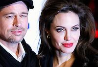 "L'attrice statunitense Angelina Jolie posa col suo fidanzato, l'attore Brad Pitt, a sinistra, sul red carpet per l'anteprima del film ""The Tourist"" a Roma, 15 dicembre 2010..U.S. actress Angelina Jolie poses on the red carpet with her fiance, actor Brad Pitt, left, at the premiere of the movie ""The Tourist"" in Rome, 15 december 2010..© UPDATE IMAGES PRESS/Riccardo De Luca"