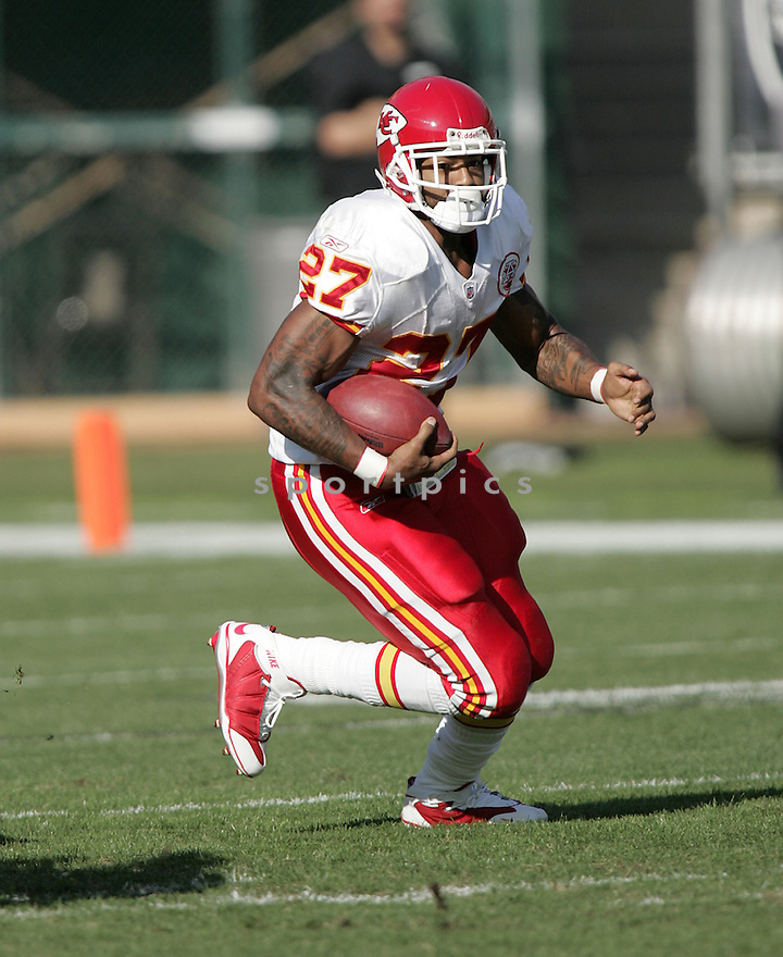 LARRY JOHNSON, of the Kansas CIty Chiefs in action against the Oakland Raiders during the Chiefs game  in Oakland, California  on November 30, 2008..Chiefs  win 20-13