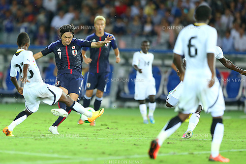 (L-R) Harrison Afful (GHA), Yasuhito Endo, Keisuke Honda (JPN),<br /> SEPTEMBER 10, 2013 - Football / Soccer :<br /> Yasuhito Endo of Japan scores his team's second goal past Harrison Afful of Ghana during the Kirin Challenge Cup 2013 match between Japan 3-1 Ghana at Nissan Stadium in Kanagawa, Japan. (Photo by Kenzaburo Matsuoka/AFLO)