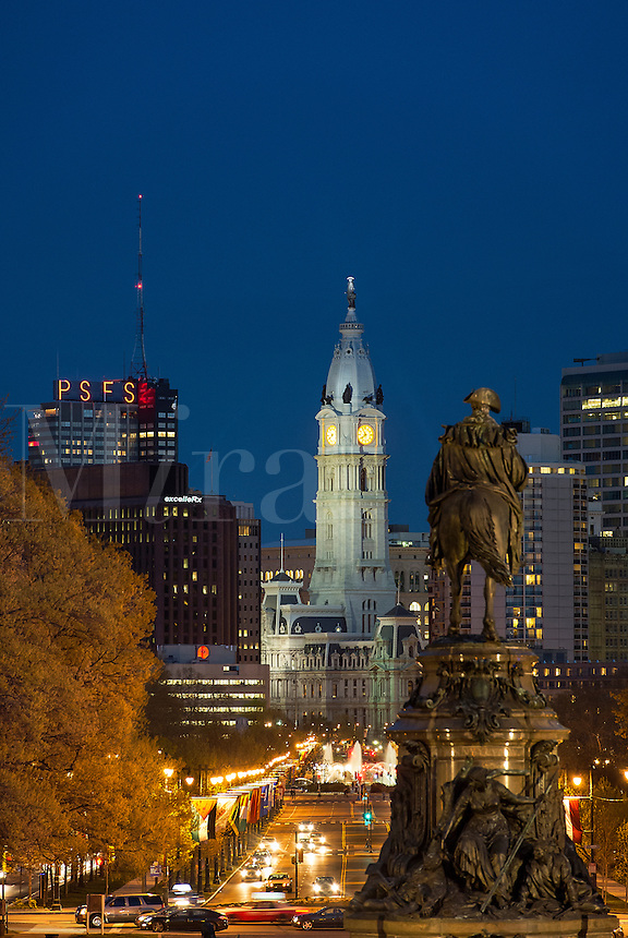The Washington Monument at Eakins Oval looks to City Hall, Philadelphia, Pennsylvania, USA