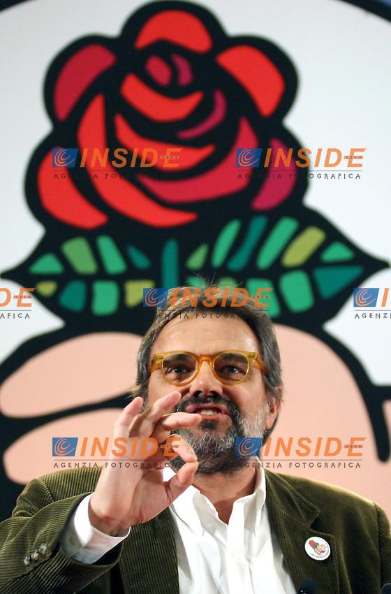Roma 12 03 2006 Apertura della Campagna Elettorale della Rosa nel Pugno<br /> Nella foto il fotografo Oliviero Toscani candidato con La Rosa nel Pugno<br /> Photo Serena Cremaschi Insidefoto