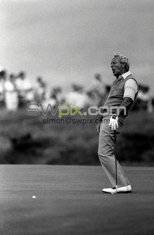 Pix:Michael Steele/SWpix...Golf. British Open, St.Andrews, 1989...COPYRIGHT PICTURE>>SIMON WILKINSON..Arnold Palmer.