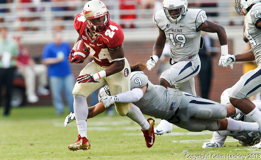 TALLAHASSEE, FLA 9/14/13-FSU-NEV091413CH-Florida State's Ryan Green eludes Nevada's Matthew Lyons for a gain during second half action Saturday at Doak Campbell Stadium in Tallahassee. The Seminoles beat the Wolf Pack 62-7.<br /> COLIN HACKLEY PHOTO