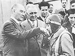 Der t&uuml;rkische Politiker und erster Pr&auml;sident der Republik T&uuml;rkei Mustafa Kemal Atat&uuml;rk. Die t&uuml;rkische Pilotin Sabiha Goektschen k&uuml;sst seine Hand. 1938. Photographie.<br /> <br /> - 01.01.1938-31.12.1938<br /> <br /> Es obliegt dem Nutzer zu pr&uuml;fen, ob Rechte Dritter an den Bildinhalten der beabsichtigten Nutzung des Bildmaterials entgegen stehen.