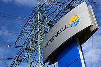 Vattenfall Firmenschild Strommast: EUROPA, DEUTSCHLAND, HAMBURG, (EUROPE, GERMANY), 01.05.2014: Firmenschild des Stromerzeugers Vattenfall vor Strommast