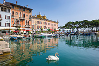 Italy, Lombardia, Lake Garda, Desenzano del Garda: small harbour at South Bank of Lake Garda | Italien, Lombardei, Gardasee, Desenzano del Garda: kleiner Hafen am Suedufer des Gardasees