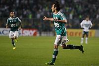 SAO PAULO, SP 30 JULHO 2013 -  - O jogador Valdívia do time do Palmeiras , comemora a bela jogada que resultou no quarto gol da noite de hoje, 30, no Estádio do Pacaembú. FOTO: PAULO FISCHER/BRAZIL PHOTO PRESS