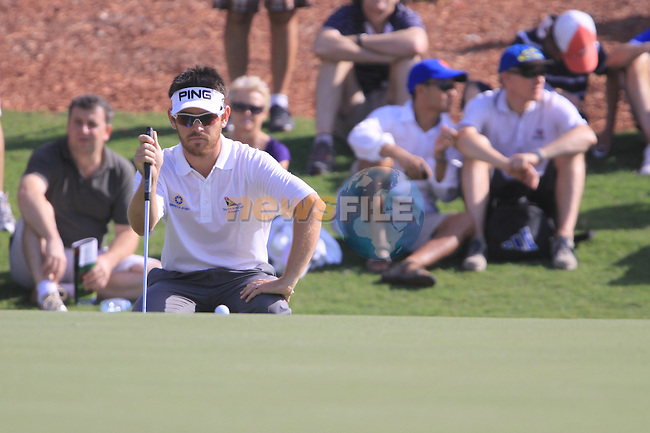 Louis Oosthuizen lines up his putt on the 7th green during  Day 3 at the Dubai World Championship Golf in Jumeirah, Earth Course, Golf Estates, Dubai  UAE, 21st November 2009 (Photo by Eoin Clarke/GOLFFILE)