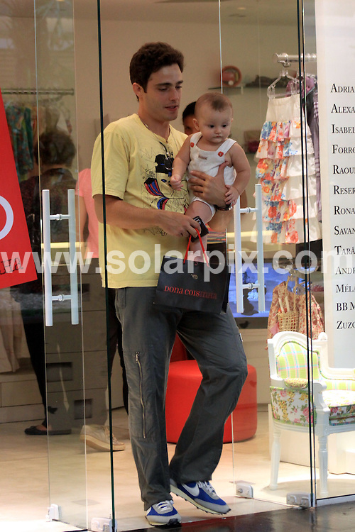 **ALL ROUND PICTURES FROM SOLARPIX.COM**.**SYNDICATION RIGHTS FOR UK AND SPAIN ONLY**.Brazilian actor Thiago Rodrigues seen spending some quality time with his baby son at the Fashion Mall in Sao Conrado, west area of Rio de Janeiro, Brazil. 28 January 2010.This pic: Thiago Rodrigues..JOB REF: 10579 PRT        DATE: 28_01_2010.**MUST CREDIT SOLARPIX.COM OR DOUBLE FEE WILL BE CHARGED**.**MUST NOTIFY SOLARPIX OF ONLINE USAGE**.**CALL US ON: +34 952 811 768 or LOW RATE FROM UK 0844 617 7637**