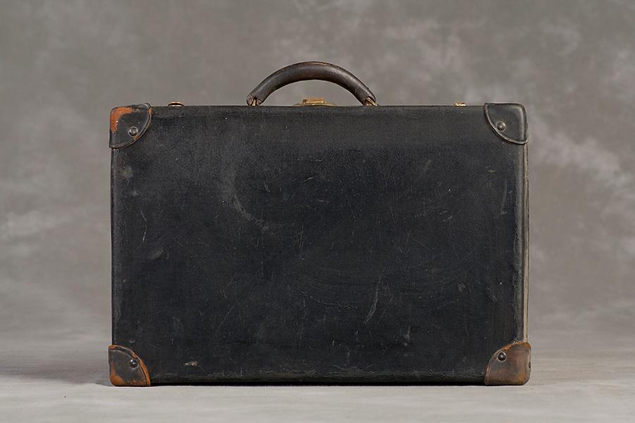 Willard Suitcases / Elizabeth C / ©2014 Jon Crispin