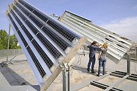 - Universit&agrave; di Ferrara, Dipartimento di Fisica, laboratorio Sensori e Semiconduttori, centro di eccellenza per la ricerca scientifica sull'energia solare fotovoltaica, in particolare sul solare a concentrazione termica. Impianto sperimentale<br /> <br /> - University of Ferrara, Department of Physics, Sensors and Semiconductor Laboratory, center of excellence for scientific research on solar photovoltaics, particularly in concentrated solar thermal. Experimental equipment