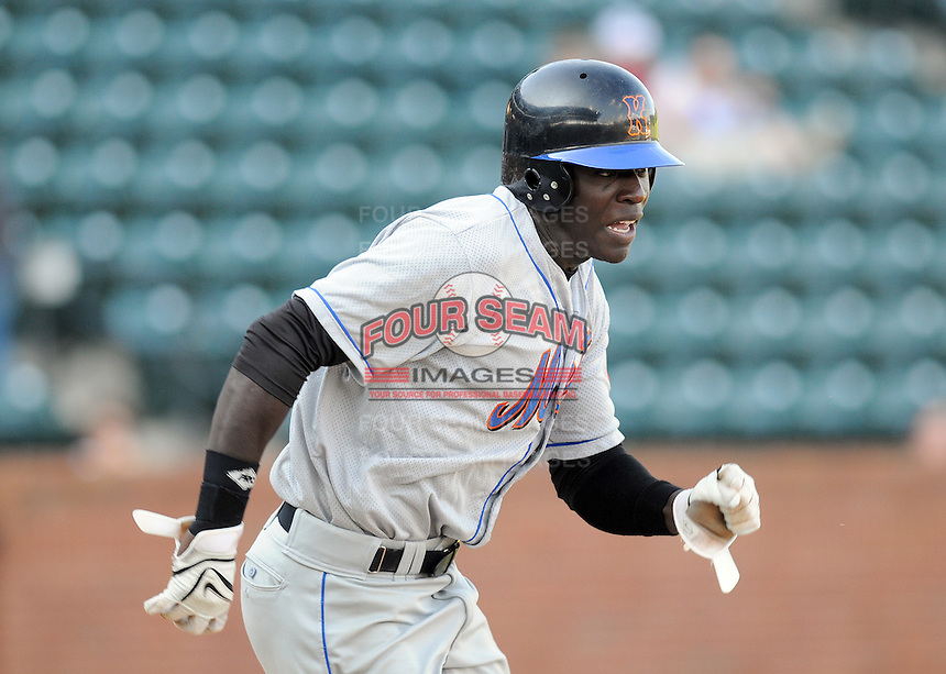 August 2, 2009: Outfielder R.J. Harris (21) of the Kingsport Mets, rookie Appalachian League affiliate of the New York Mets, in a game at Pioneer Park in Greeneville, Tenn. Photo by:  Tom Priddy/Four Seam Images