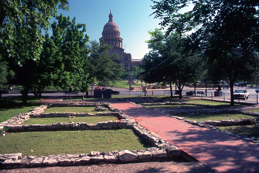 Vintage view of a park that houses the foundation of the first Texas Capitol that burned down in 1836 overlooking the modern Texas State Capitol of today in downtown Austin, Texas, May 1990 - Stock Image.