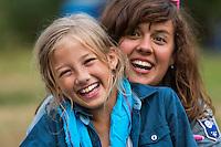 20140805 Vilda-l&auml;ger p&aring; Kragen&auml;s. Foto f&ouml;r Scoutshop.se<br /> scout, scouter, ler, skrattar, l&auml;gerplats, dag, gr&auml;s, t&auml;lt, skog