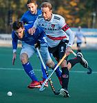 UTRECHT - Billy Bakker (Adam) met  Lars Balk (Kampong)  tijdens de hoofdklasse hockeywedstrijd mannen, Kampong-Amsterdam (4-3).  COPYRIGHT KOEN SUYK