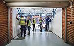 Stockholm 2014-09-11 Ishockey Hockeyallsvenskan AIK - S&ouml;dert&auml;lje SK :  <br /> Poliser i en av g&aring;ngarna till l&auml;ktaren p&aring; Hovet under matchen mellan AIK och S&ouml;dert&auml;ljes <br /> (Foto: Kenta J&ouml;nsson) Nyckelord:  AIK Gnaget Hockeyallsvenskan Allsvenskan Hovet Johanneshovs Isstadion S&ouml;dert&auml;lje SK SSK polis poliser inomhus interi&ouml;r interior