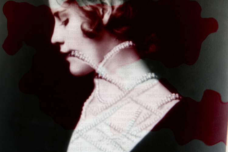 A woman wearing a long pearl necklace