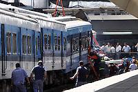 BAS22. BUENOS AIRES (ARGENTINA), 22/02/2012.- Vista de un tren hoy, miércoles 22 de febrero de 2012, tras su accidente en Buenos Aires (Argentina), que dejó un saldo de 49 muertos, entre ellos un menor, confirmó el vocero de la Policía Federal argentina, Fernando Sostre. En la tragedia, ocurrida en la estación ferroviaria de Once, más de 600 personas resultaron heridas, dijo Alberto Crescenti, del Sistema de Atención Médica de Emergencia (SAME). EFE/Martín Quintana.