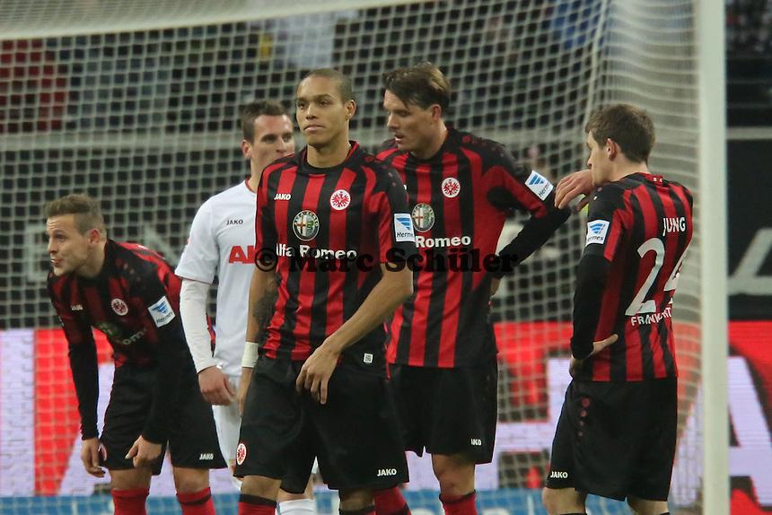 Enttäuschung bei Eintracht Frankfurt nach dem 1:1 - Eintracht Frankfurt vs. FC Augsburg