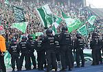 10.09.2017, OLympiastadion, Berlin, GER, 1.FBL, Hertha BSC VS. SV Werder Bremen, im Bild <br /> Bremerfankurve, Polizei<br /> <br /> <br />       <br /> Foto &copy; nordphoto / Engler