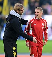 FUSSBALL   1. BUNDESLIGA   SAISON 2011/2012   30. SPIELTAG Borussia Dortmund - FC Bayern Muenchen            11.04.2012 Trainer Juergen Klopp (li, Borussia Dortmund) und Bastian Schweinsteiger (re, FC Bayern Muenchen)
