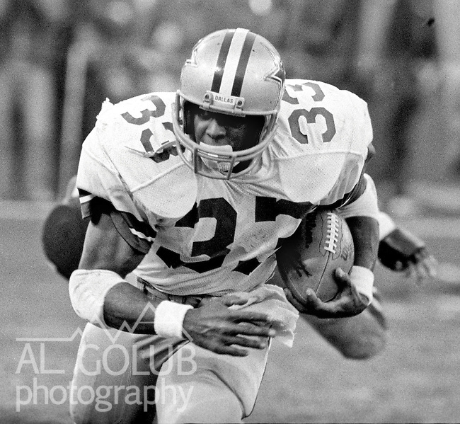 San Francisco 49ers vs.Dallas Cowboys at Candlestick Park Sunday, January 10. 1982..49ers beat Cowboys 28-27 for Conference Championship..Dallas Cowboys Running Back Tony Dorsett (33) make run in open field. ..Photo By Al Golub/Golub Photography.
