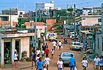 Rua em terra na favela de Heliópolis. São Paulo. 1994. Foto de Juca Martins.