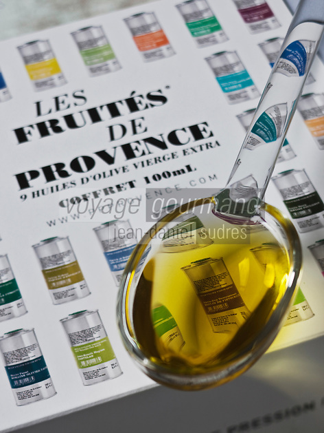 Gastronomie Générale: Coffret de crus d'huile d'olive de Provence, de Première Pression Provence