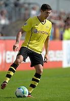 FUSSBALL       DFB POKAL 1. RUNDE        SAISON 2013/2014 SV Wilhelmshaven - Borussia Dortmund    03.08.2013 Robert Lewandowski (Borussia Dortmund) am Ball