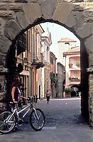 Varzi, paese in provincia di Pavia. Porta Soprana --- Varzi, village in the province of Pavia. Gate Soprana