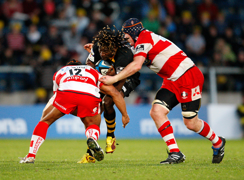 Photo: Richard Lane/Richard Lane Photography. London Wasps v Gloucester Rugby. LV= Cup. 15/11/2009. Wasps' Paul Sackey is tackled by Gloucester's Eliota Fuimaono-Sapolu and Peter Buxton.
