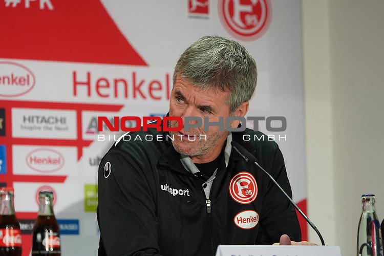 30.11.2018, Merkur Spielarena, Duesseldorf , GER, 1. FBL,  Fortuna Duesseldorf vs. 1.FSV Mainz 05,<br />  <br /> DFL regulations prohibit any use of photographs as image sequences and/or quasi-video<br /> <br /> im Bild / picture shows: <br /> Pressekonferenz (PK) nach dem Spiel,  Friedhelm Funkel Trainer / Headcoach (Fortuna Duesseldorf), <br /> Foto © nordphoto / Meuter