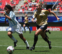 Chile, Chillan:Usa forward Michelle Enyeart goes for the ball along with Gabriela Chavez during the football second match of the Fifa U-20 Women´s World Cup the at Nelson Oyarzún stadium in Chillán , on November 22 2008. Photo by Grosnia/ISIphotos.com