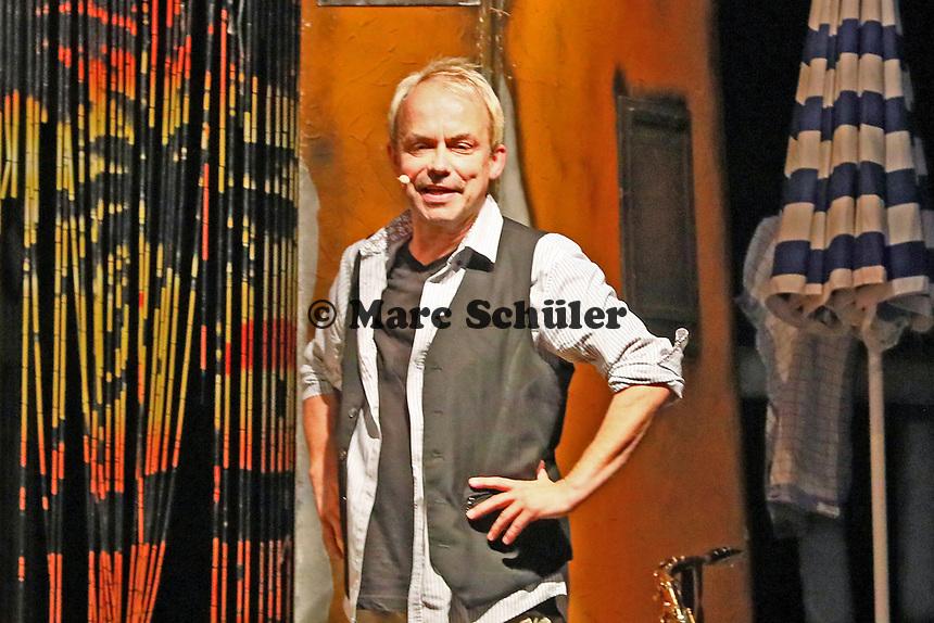 """Gross-Gerau 24.08.2017: Volk im Schloss<br /> Henni Nachtsheim beim Auftritt von Badesalz mit dem Stück """"Dö Chefs""""<br /> Foto: Vollformat/Marc Schüler, Schäfergasse 5, 65428 R'heim, Fon 0151/11654988, Bankverbindung KSKGG BLZ. 50852553 , KTO. 16003352. Alle Honorare zzgl. 7% MwSt."""