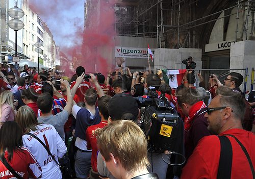 19.05.2012. Munich, Germany. Fans of Bayern ignite Smoke bombs at Muenchner Marienplatz Germany Munich Football Champions League Final 2012 FC Bavaria Munich vs Chelsea FC