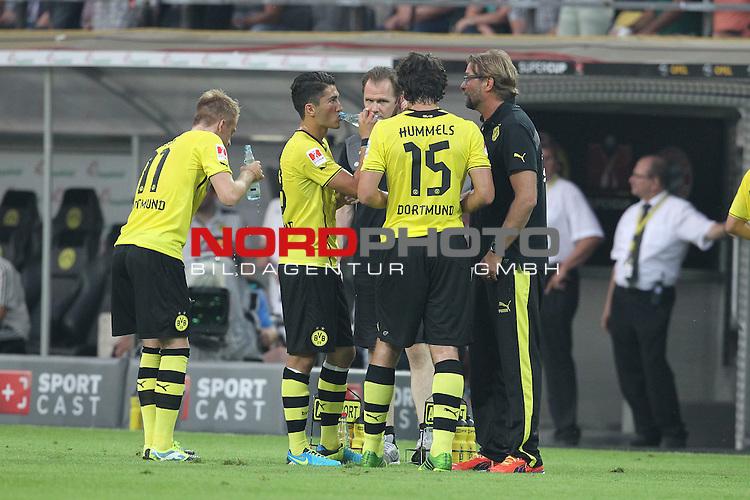 27.07.2013, Signal Iduna Park, Dortmund, GER, 1. FBL, SuperCup, Borussia Dortmund vs FC Bayern M&uuml;nchen, im Bild<br /> Nuri Sahin (Dortmund #18), Mats Hummels (Dortmund #15) und Juergen / J&uuml;rgen Klopp (Trainer Dortmund) w&auml;hrend der Trinkpause<br /> <br /> Foto &copy; nph / Mueller
