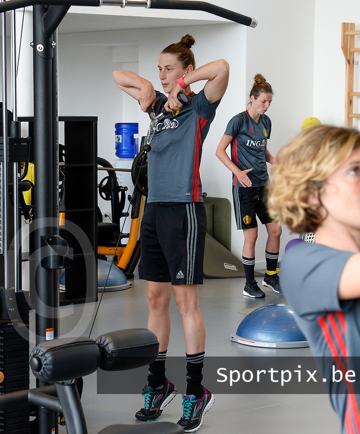 20170608 – TUBIZE , BELGIUM : illustration picture shows a part of the red flames team with Heleen Jaques during a fitness and physical session at the fitnessroom of the Belgian national women's soccer team Red Flames trainingscamp to prepare for the Women's Euro 2017 in the Netherlands, on Thursday 8 June 2017 in Tubize.  PHOTO SPORTPIX.BE | DAVID CATRY
