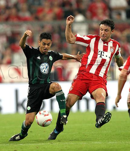 20 08 2010  Mueller Bundesliga 1 Matchday FC Bavaria Munich VfL Wolfsburg  Josue Wolfsburg Mark van Bommel FC Bavaria 2010-2011 season bundesliga.