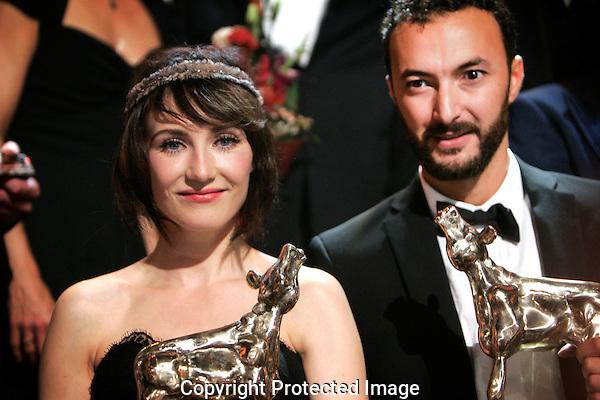 20111030 - Utrecht - FOTO: RAMON MANGOLD - Uitreiking van de Gouden Kalveren in de Stadsschouwburg..Beste Actrice: Carice van Houten (BLACK BUTTERFLIES) en Beste Acteur: Nasrdin Dchar (RABAT)
