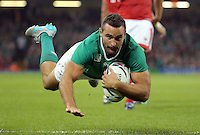 Pictured: Dave Kearney of Ireland scores a try Saturday 19 September 2015<br />