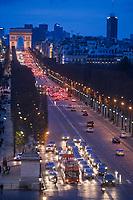 Europe/France/Ile-de-France/75008/Paris: Les Champs Elysées et l' Arc de Triomphe