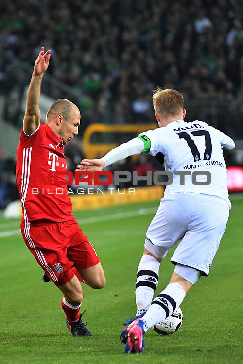 19.03.2017, Borussia-Park, Moenchengladbach, GER, 1.FBL., Borussia M&ouml;nchengladbach. vs. FC Bayern Muenchen<br /> <br /> im Bild / picture shows: <br /> Arjen Robben (FC Bayern Muenchen #10),im Zweikampf gegen Oscar Wendt (Gladbach #17),<br /> <br /> <br /> Foto &copy; nordphoto / Meuter