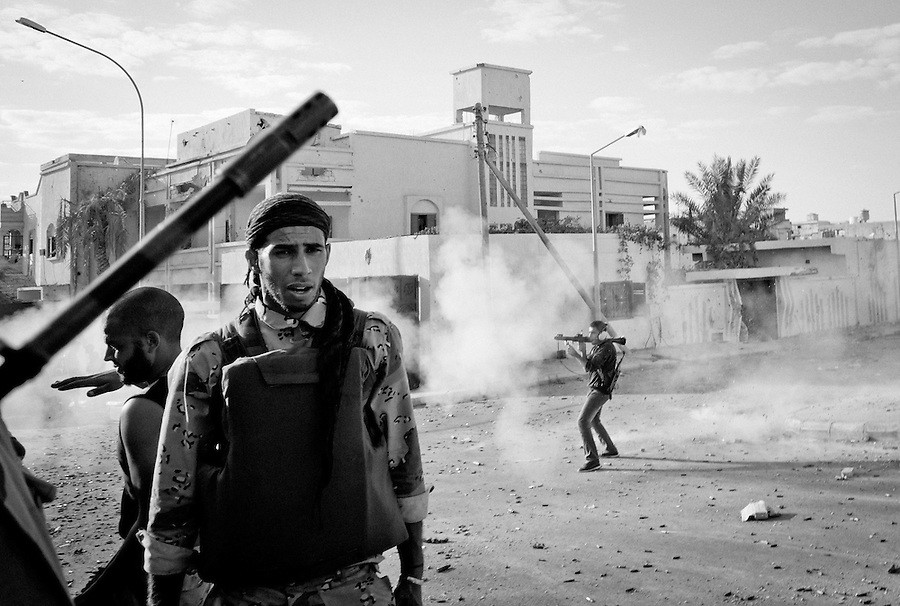 Anti-Gaddafi fighter launches RGP towards Gaddafi loyalist position in Sirte, Libya.