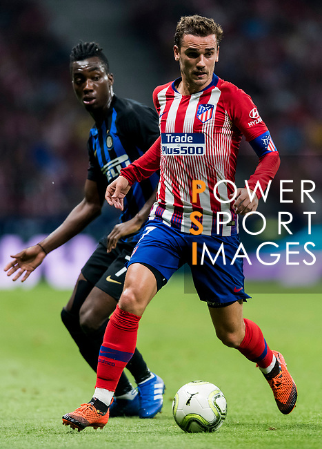 Antoine Griezmann (R) of Atletico de Madrid fights for the ball with Yann Karamoh of FC Internazionale during their International Champions Cup Europe 2018 match between Atletico de Madrid and FC Internazionale at Wanda Metropolitano on 11 August 2018, in Madrid, Spain. Photo by Diego Souto / Power Sport Images
